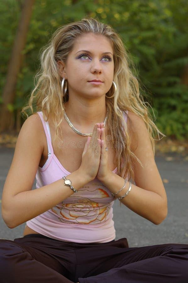 女孩祷告 免版税库存图片