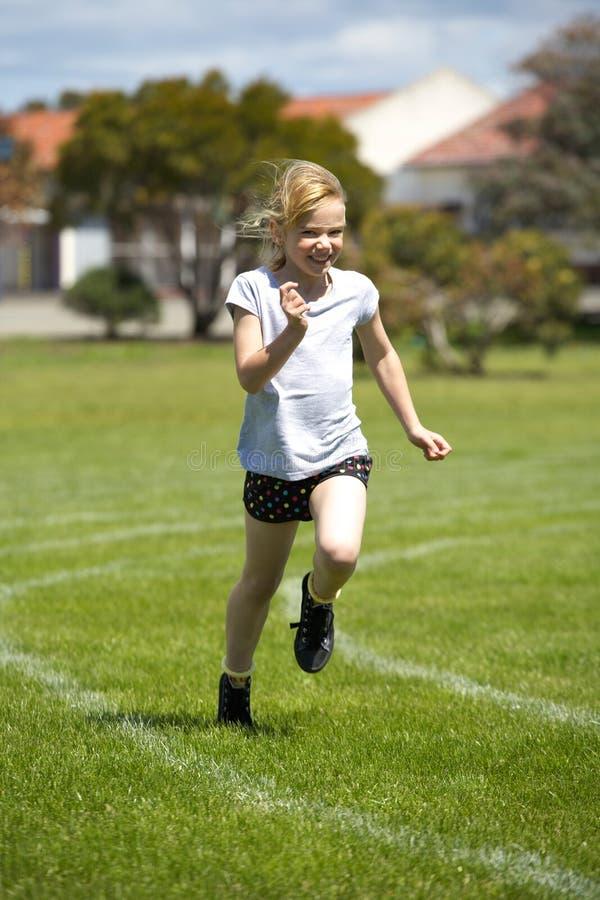 女孩种族体育运动 免版税图库摄影