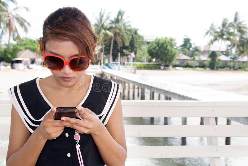 女孩移动电话 免版税库存照片