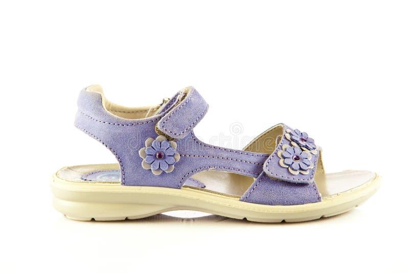 女孩穿上鞋子在白色背景隔绝的鞋类accesory 库存照片