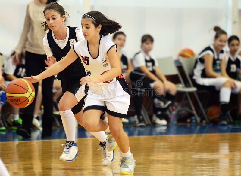 女孩篮球行动 免版税库存照片