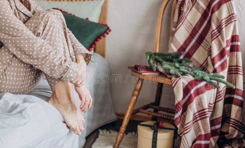 女孩米黄女睡袍睡衣礼物新年 库存照片