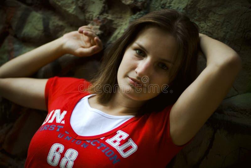 女孩红色衬衣t 库存照片