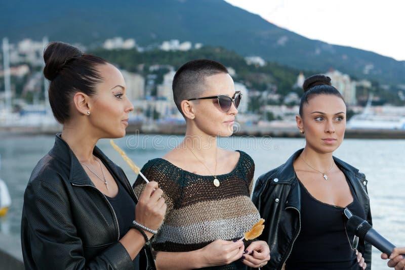 女孩组Nikita Dasha Astafieva的榜样歌手 图库摄影