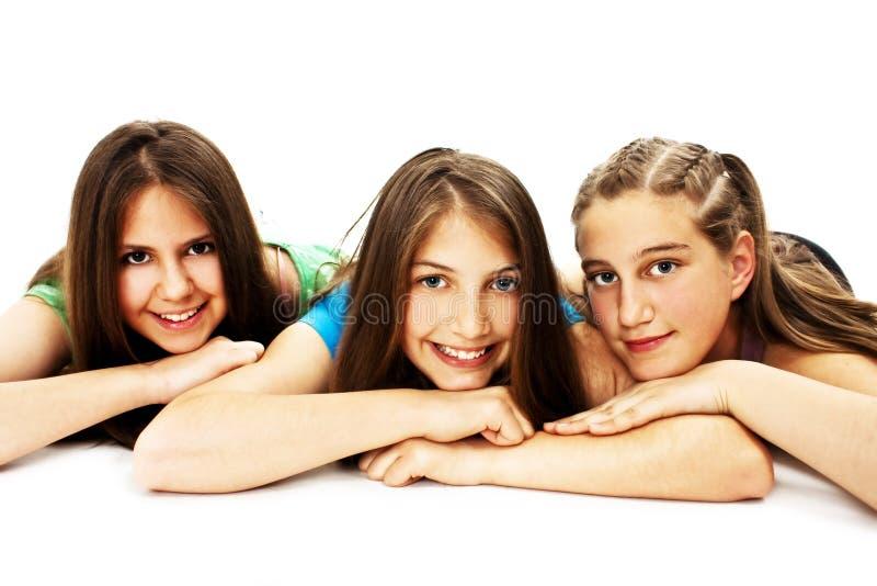 女孩编组三个年轻人 免版税库存图片