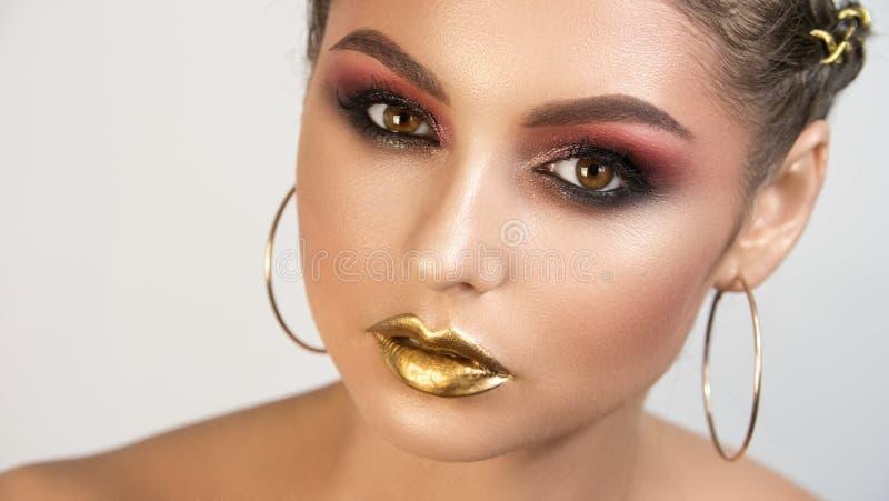 女孩美女专业化妆师画象  图库摄影