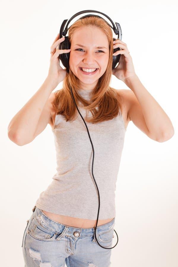女孩耳机听音乐 免版税库存图片