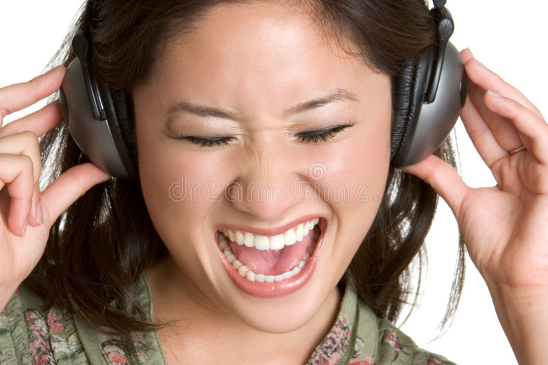 女孩耳机唱歌 免版税库存照片