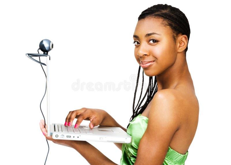 女孩膝上型计算机纵向少年使用 库存图片