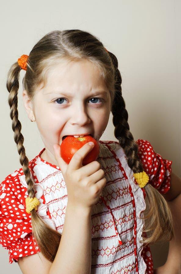 女孩蕃茄 图库摄影