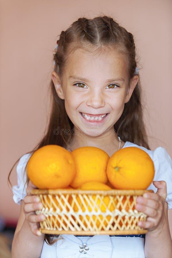 女孩藏品学龄前儿童柳条 库存图片