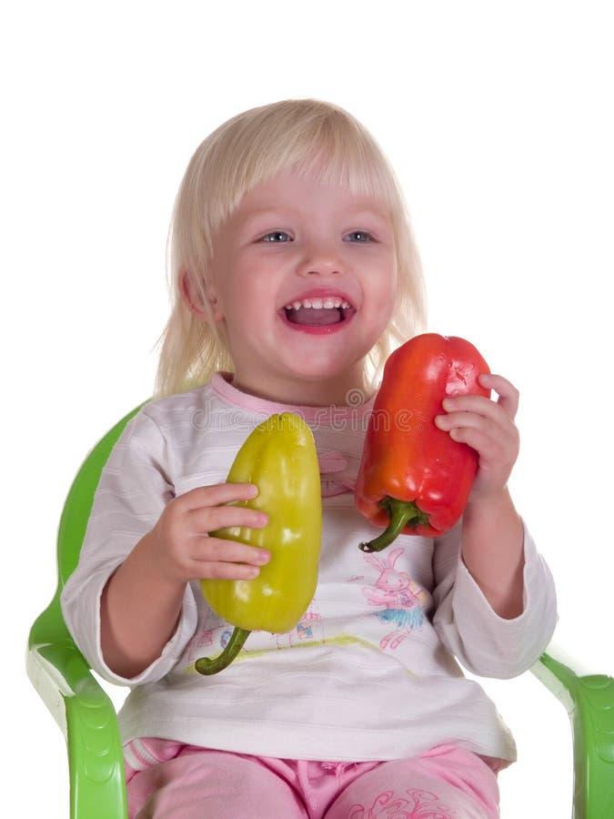女孩藏品胡椒微笑的二 免版税库存照片