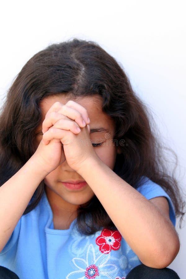 女孩认为的年轻人 免版税图库摄影