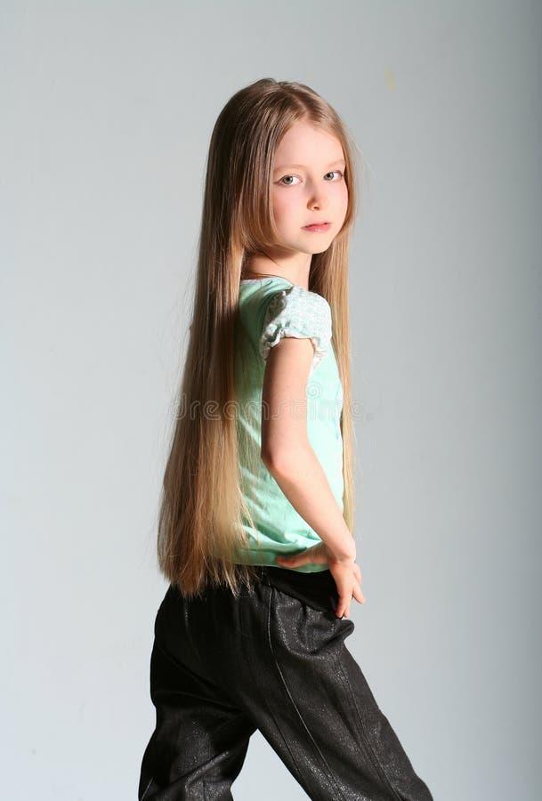 女孩设计姿势 免版税库存照片