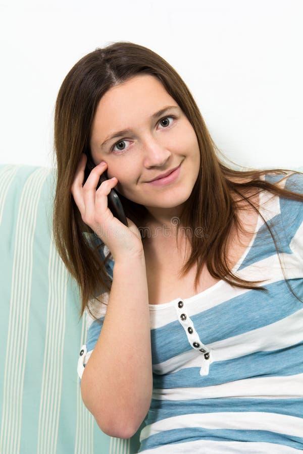 女孩谈话在电话 库存照片