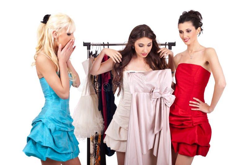 女孩购物的礼服 免版税库存照片