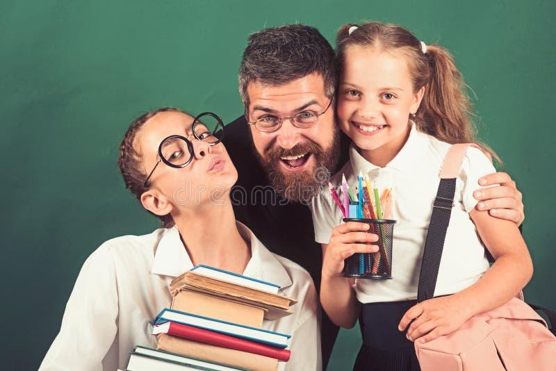 女孩运载重的堆书 老师和学生有重的堆书籍收藏的在手上 免版税库存图片
