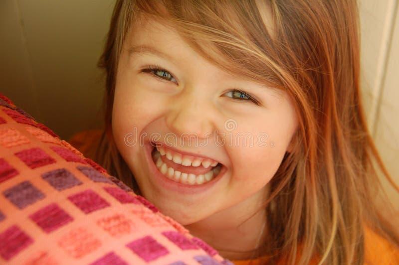 女孩隐藏的微笑 免版税图库摄影