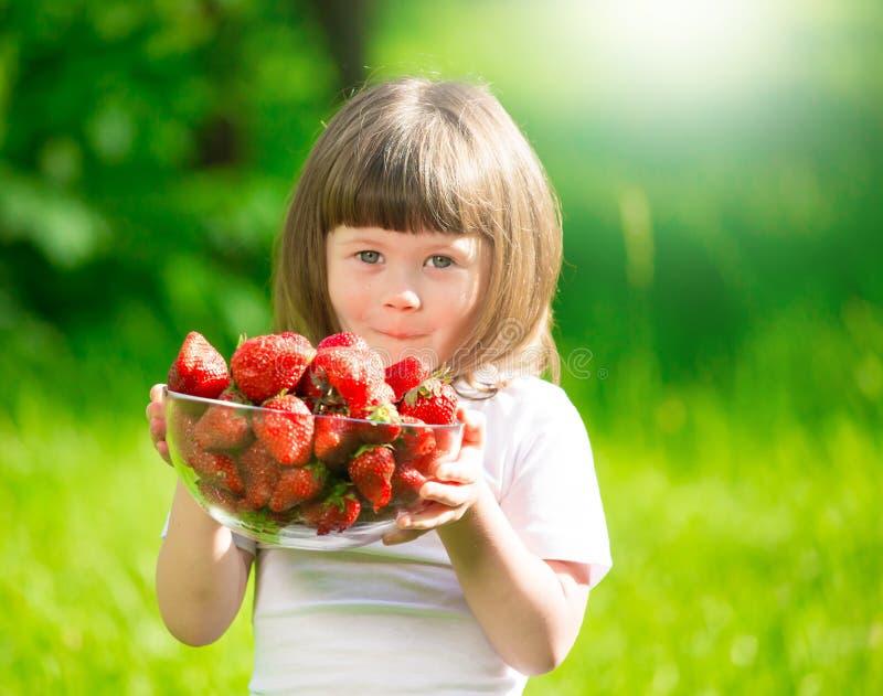 女孩面孔,草莓,乐趣,关闭 图库摄影