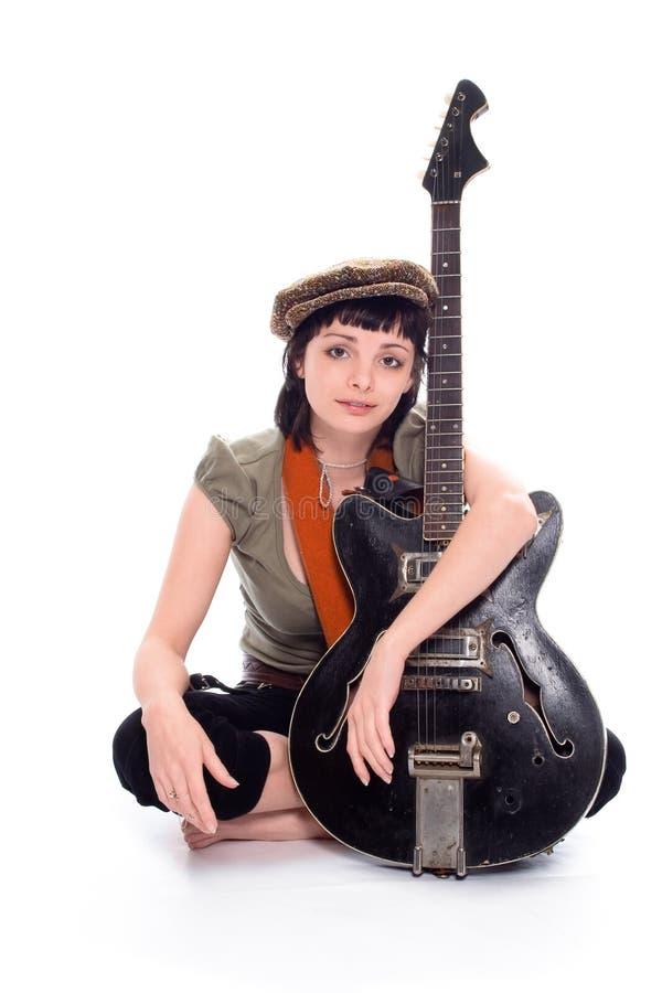 女孩音乐家贫寒 免版税图库摄影