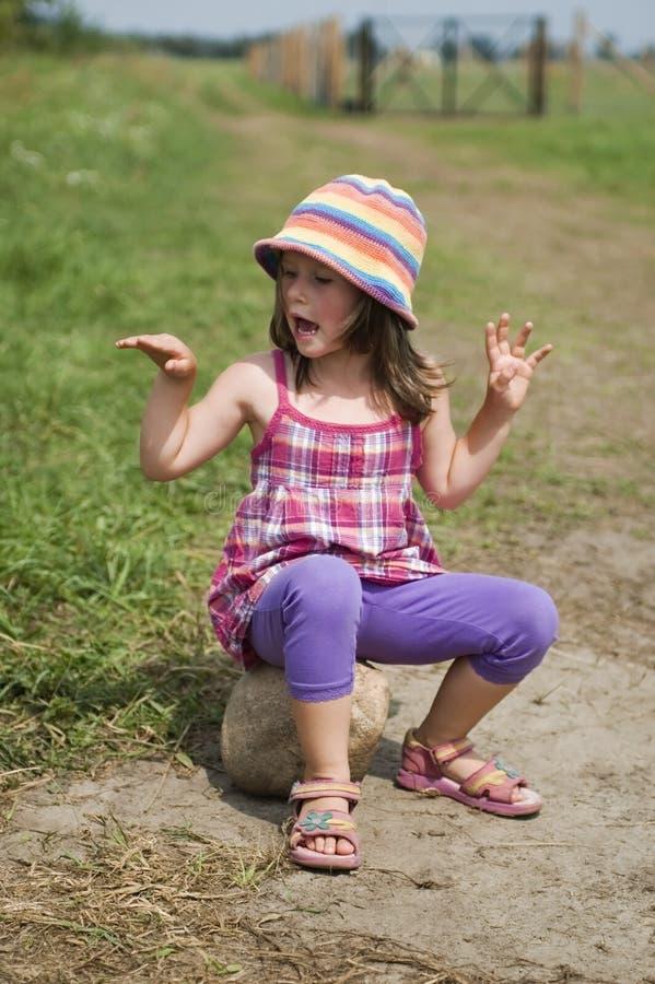 女孩风景夏天甜点 免版税库存照片