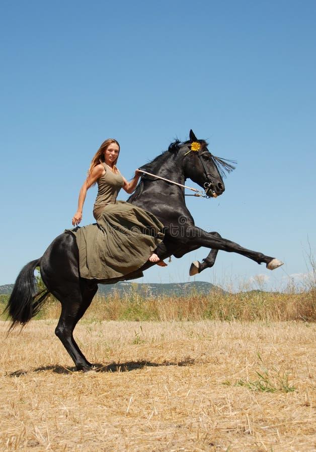 女孩骑马 库存照片