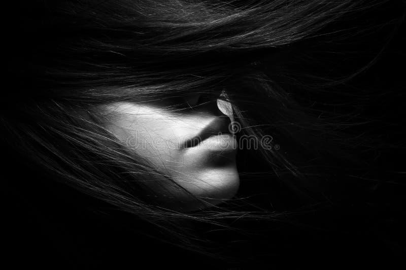 女孩黑白画象黑背景的 库存照片