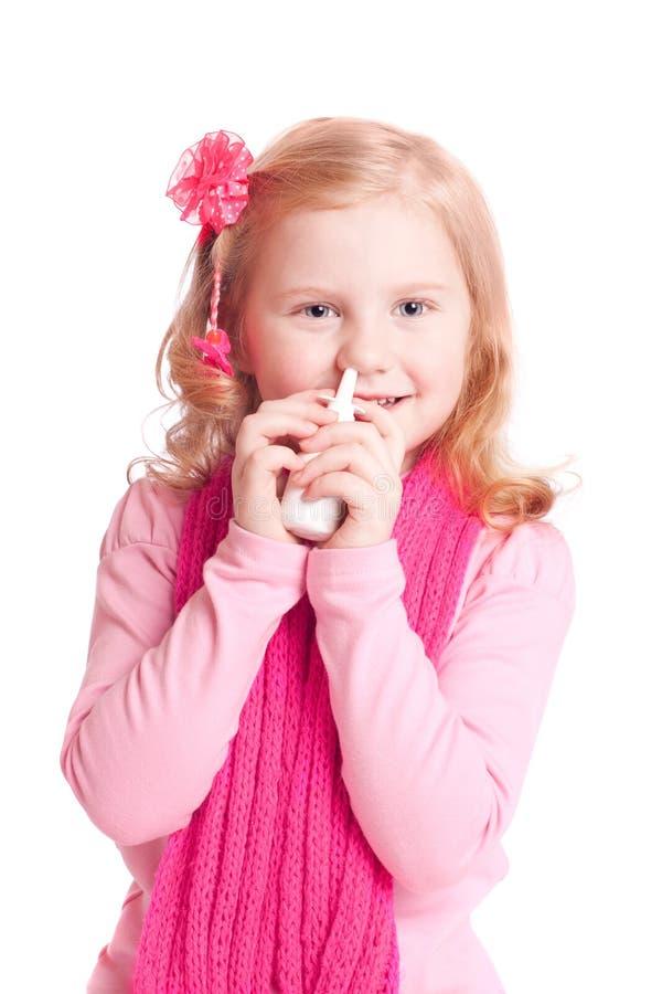 女孩鼻孔喷射 免版税库存照片