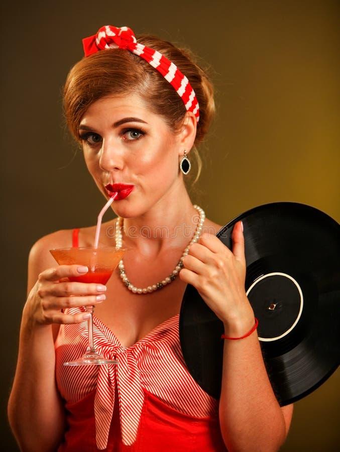 女孩画报样式保留唱片饮料马蒂尼鸡尾酒鸡尾酒 免版税库存照片