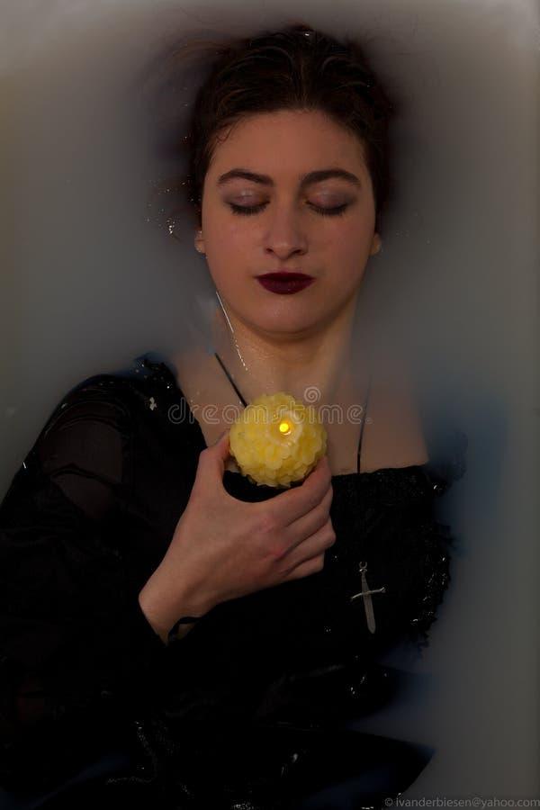 女孩浴蜡烛 库存图片