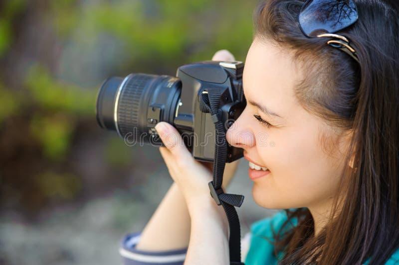 女孩画象有照相机的 免版税图库摄影