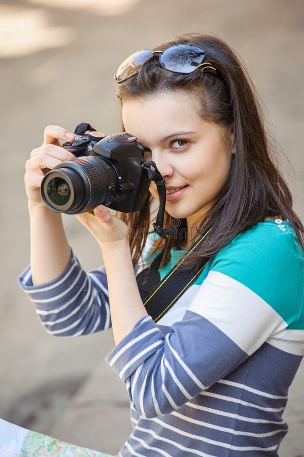 女孩画象有照相机的 免版税库存照片