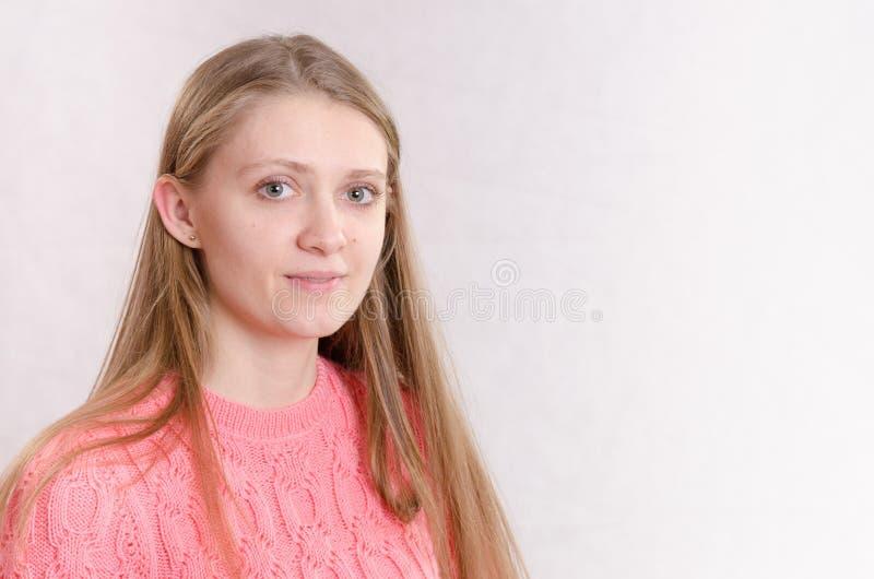女孩画象轻的背景的 免版税库存照片