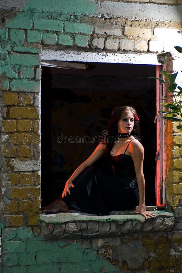 女孩goth视窗 免版税库存照片