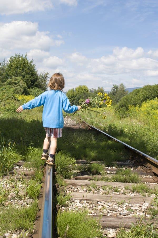 女孩litle铁路运输 免版税库存图片