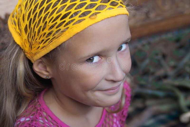 女孩smilling的年轻人 免版税图库摄影