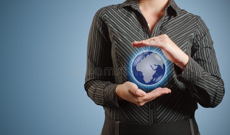 女实业家举行或拿着世界地球手中 免版税库存照片