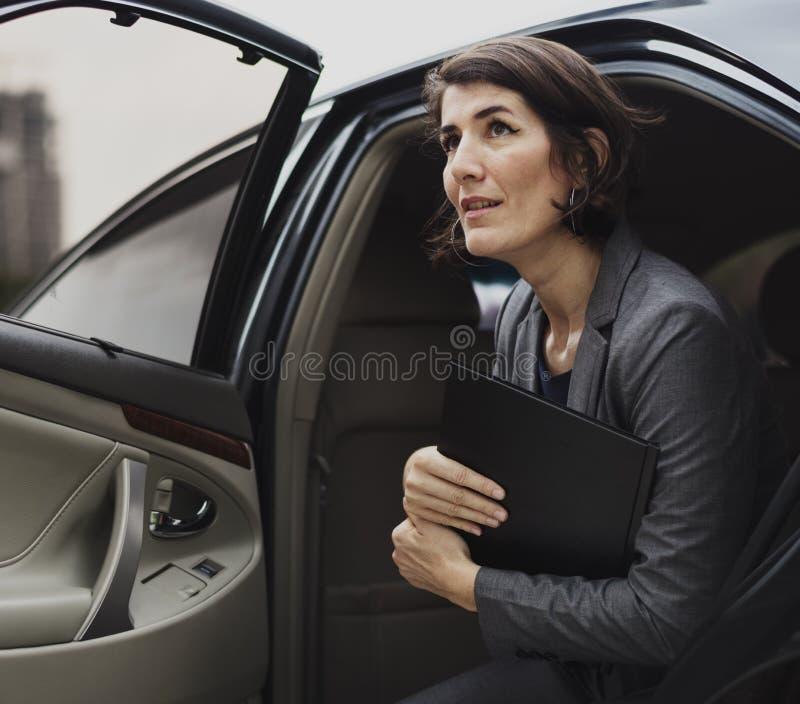 女实业家公司出租汽车运输业务 免版税库存照片