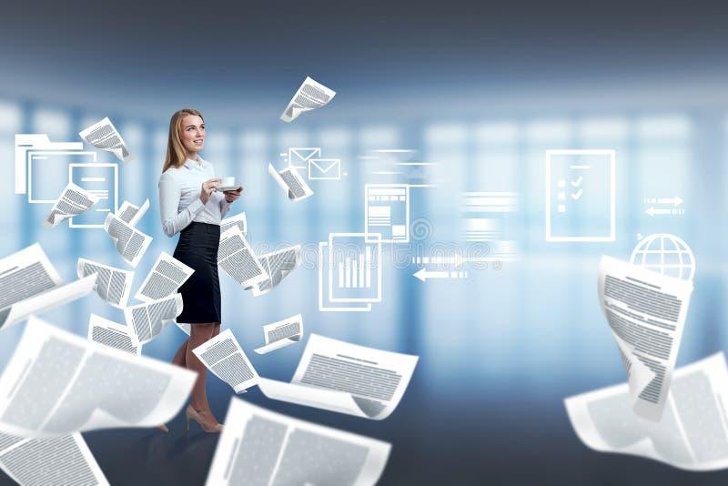 女实业家办公室,解决的文书工作超载 库存例证