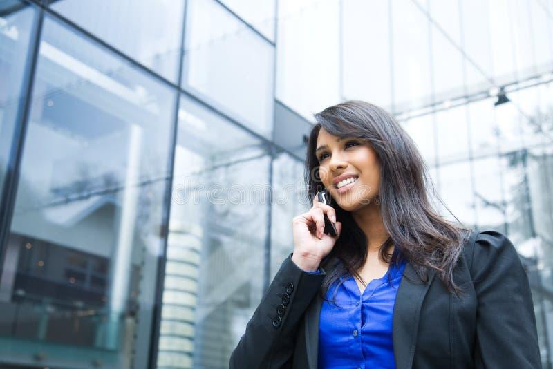 女实业家印地安人电话 免版税库存照片