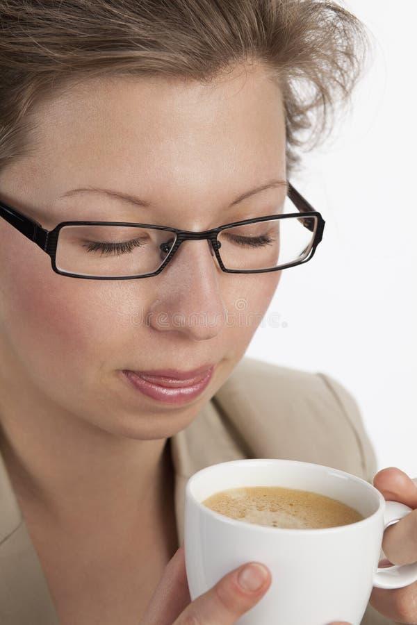 女实业家咖啡享受口味 图库摄影