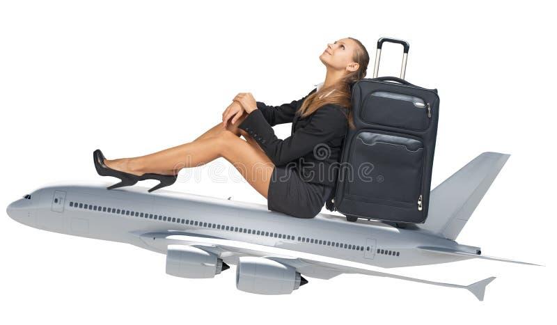 女实业家坐喷气机 免版税库存图片