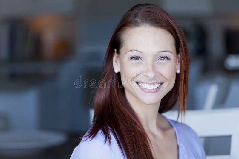女实业家女性纵向可能的微笑的学员妇女 免版税库存图片