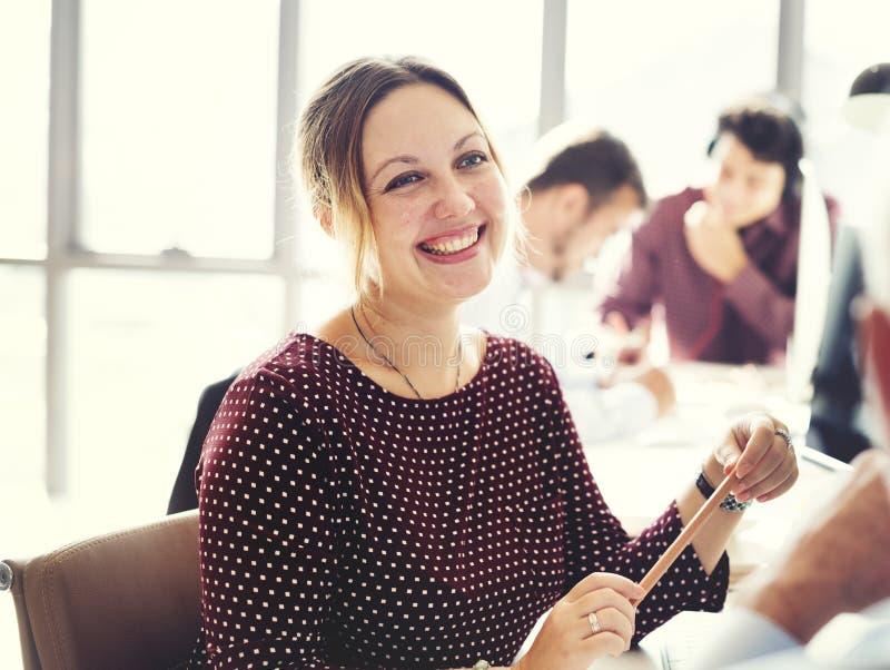 女实业家快乐的微笑的美好的聪明的概念 库存图片