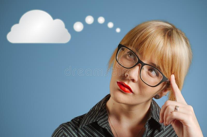 女实业家想法的云彩或计算 库存图片