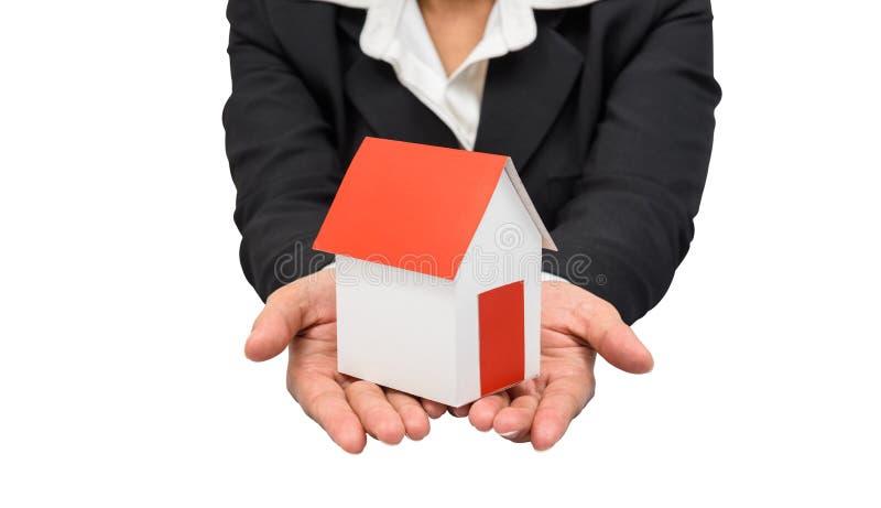 女实业家或房地产经纪商和拿着一个式样房子 免版税库存照片