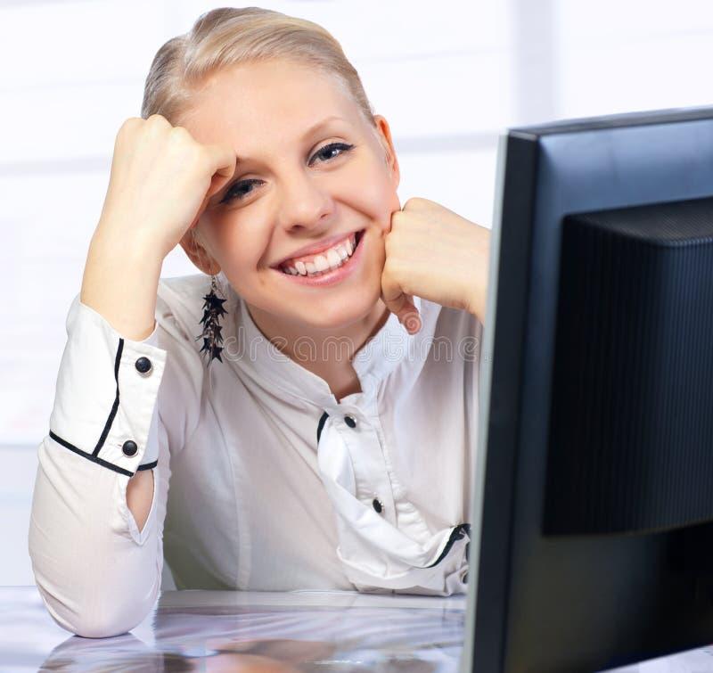 女实业家服务台办公室 免版税库存照片