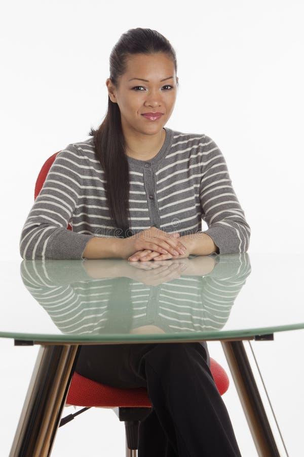 女实业家服务台 免版税库存图片