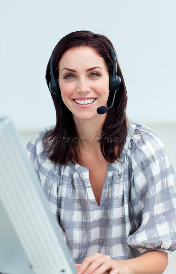 女实业家确信的耳机 免版税库存照片