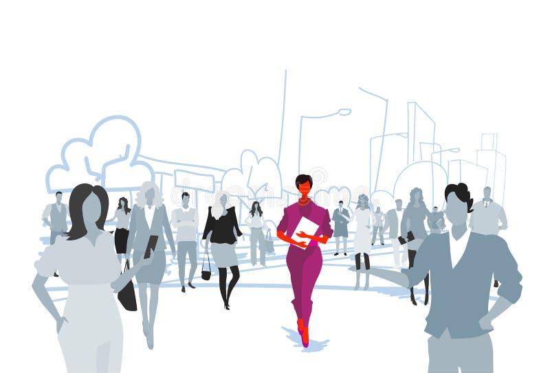 女实业家站立从人群人剪影个性领导概念都市风景的藏品文件夹.